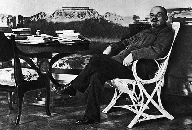 Ленин в рабочем кабинете в Горках, август-сентябрь 1922 года Фото: РИА Новости